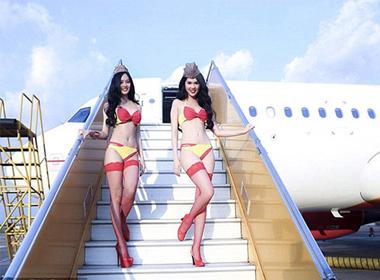 Hình ảnh Ngọc Trinh chụp ảnh cho Vietjert Air lên báo Anh