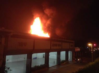 Cháy lớn ở bar Luxury Hà Nội: Hàng trăm khách bỏ chạy nháo nhào