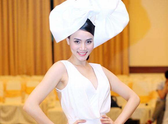 Trang Nhung hóa 'công nương' với mũ cổ điển