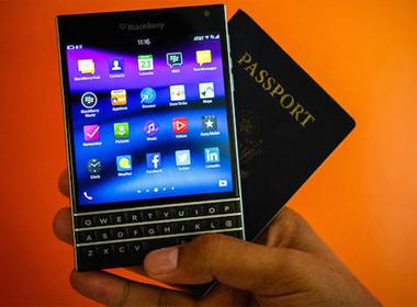 BlackBerry Passport dáng lạ trình làng, giá từ 599 USD