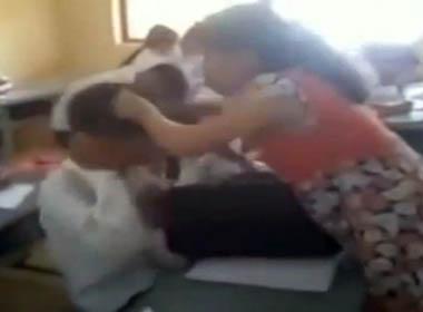 Cô giáo đang mang bầu đánh nam sinh tới tấp