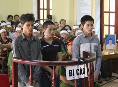 Hàng ngàn người dự phiên xử kẻ giết vợ chồng chủ hiệu cầm đồ