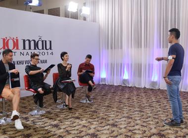 Vietnam's next top model 2014: Đăng Khánh trổ tài hát vọng cổ bằng tiếng Anh