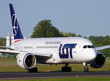 Máy bay Ba Lan chở 248 hành khách phải hạ cánh khẩn cấp