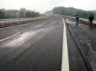 Nứt cao tốc Nội Bài - Lào Cai: 'Không thể đổ lỗi cho đất yếu'