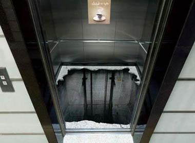 Thang máy tòa nhà Lotte rơi tự do từ tầng 63, 7 người bị mắc kẹt