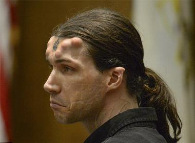 Người đàn ông có sừng và 666 hình xăm bị kết tội giết người