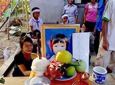 Quá đói, bé gái lớp 3 chết trên đường đi học về