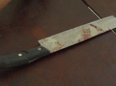 Rút dao chém trọng thương 3 người chỉ vì va quệt xe