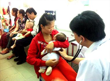 Bệnh sốt xuất huyết và tay chân miệng tăng vọt tại TP.HCM