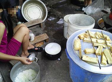 Nhếch nhác 'hậu trường' lò làm đậu phụ ở Hà Đông