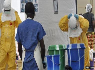 Cắt giảm viện trợ của Anh cuộc đấu tranh chống lại Ebola khủng hoảng