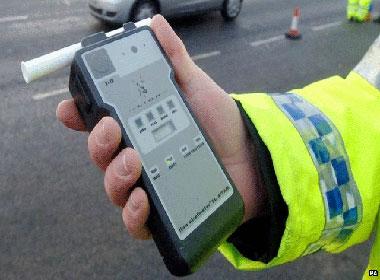 Hàng ngàn người dưới 18 tuổi bị bắt vì lái xe có nồng độ rượu
