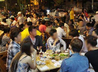 Bỏ quy định cấm bán bia vỉa hè