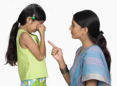 Mẹ vô trách nhiệm có thể bị tòa quyết định không cho chăm sóc con