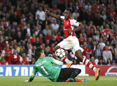 Welbeck rực sáng, Arsenal đè bẹp Galatasaray
