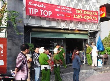 Đột kích quán karaoke phát hiện hàng chục thanh niên nhảy múa bất thường