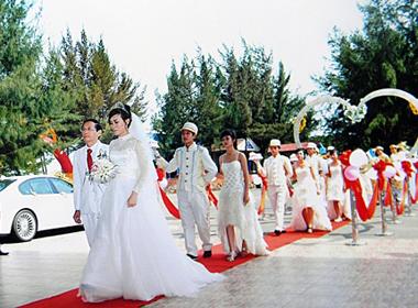 Đại gia Lê Ân và những ưu ái riêng dành cho cô vợ trẻ
