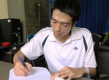 Kẻ sát nhân giết vợ con Nguyễn Văn Anh tại cơ quan điều tra.