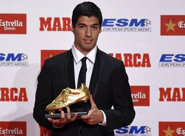 Suarez nhận Chiếc giày vàng: Sẵn sàng 'đọ súng' với CR7