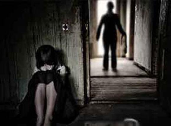 Nghịch lý cả nhà dắt nhau đi trốn kẻ xâm hại con, dọa cha mẹ