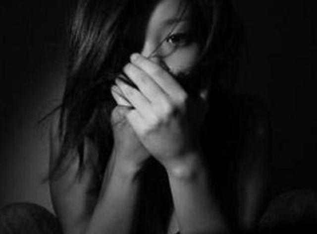 Thiếu nữ bị lừa 'cưỡng bức và cướp dây chuyền'