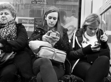 Smartphone giết chết những cuộc đối thoại của con người