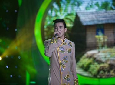 Hoài Lâm bất ngờ diện áo dài hát trong Gương mặt thân quen nhí
