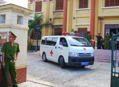 Vợ đâm chết chồng ngay tại tòa xử ly hôn