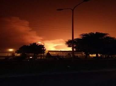 Video cháy dữ dội ở KCN Quang Minh, lửa khói rực trời