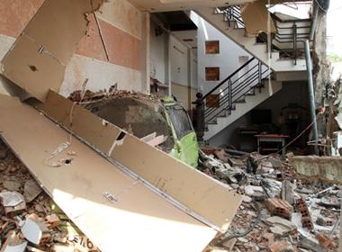 Hàng trăm người khốn đốn sau vụ nổ công ty phân bón ở TP.HCM