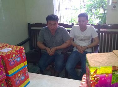 Bắt 2 người tuồn pháo bánh vào Việt Nam