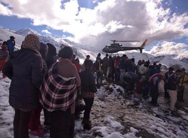 Còn 3 người Việt kẹt trong bão tuyết ở Nepal