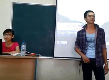 Clip Nam sinh Đại học Công Nghiệp hát tỏ tình với cô giáo trong lớp?