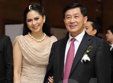 Người phụ nữ đứng sau bố chồng Hà Tăng ngày một tỏa sáng
