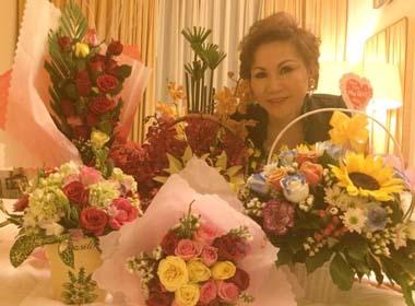 Yvonne Thúy Hoàng: U60 vẫn ngập tràn hoa ngày phụ nữ 20/10
