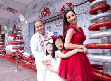Thúy Hạnh và Minh Khang ngọt ngào kỷ niệm 8 năm ngày cưới