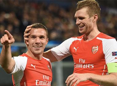 Arsenal thoát hiểm trong 2 phút trên đất Bỉ