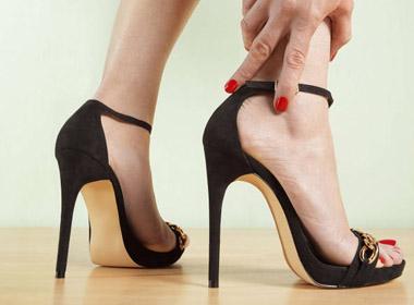 11 bước chữa đau chân cho những cô nàng là tín đồ của giày cao gót