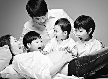 Gia đình ca sĩ Park Ji Heon hồi hộp đón 'công chúa' út