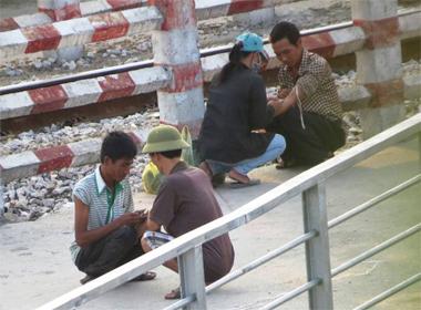 Tiêm chích ma túy dưới chân cầu quay Hải Phòng