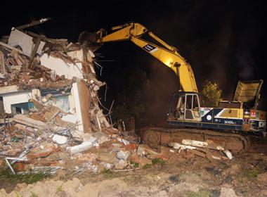 Video: Giật sập căn nhà 4 tầng ở Bình Dương