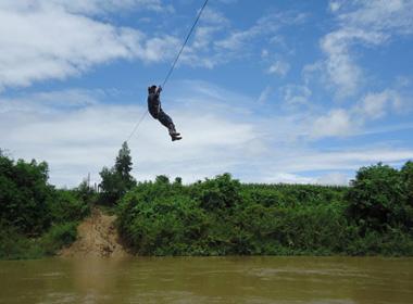Đu dây qua sông, một người dân bị rơi và tử vong