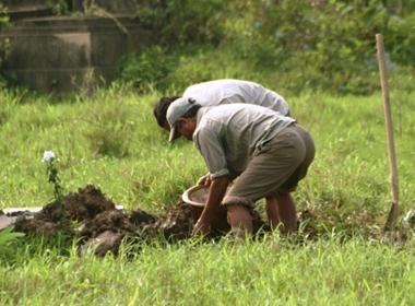 Kinh dị chuyện đào xác chết đem bán ở Trung Quốc