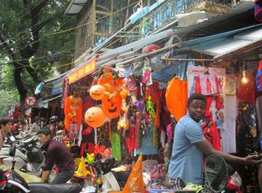 Thị trường Halloween ảm đạm ở Hà Nội