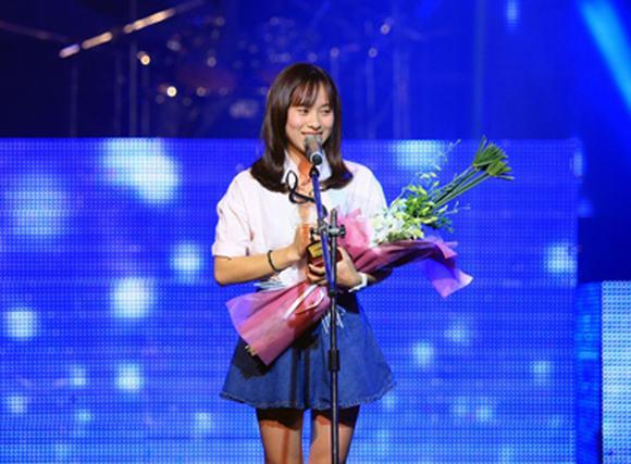 'Ngày khát' của Huyền SamBi 'rinh giải' Bài hát Việt tháng 10