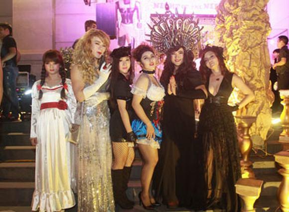 Giật mình với tạo hình trong đêm tiệc Halloween của sao Việt