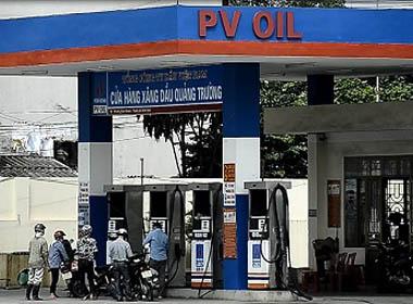 Phi lý nhân viên cửa hàng xăng dầu ở Ninh Bình từ chối nhận tiền lẻ