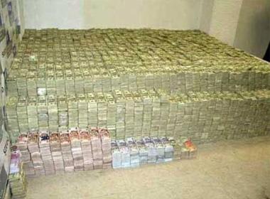 Phát hiện 3 tấn tiền trong nhà quan tham Trung Quốc