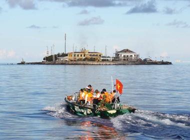 Tình hình biển Đông chiều 31/10: Trung Quốc dùng một loạt ụ nổi lấn biển trái phép